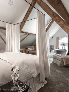 My ideal home is your daily source of interior design, architecture, home ideas and interior inspirations. Rustic Bedroom Design, Bedroom Decor, Bedroom Ceiling, Rustic Nursery, Wall Decor, Attic Bedrooms, Master Bedroom, Large Bedroom, White Bedroom