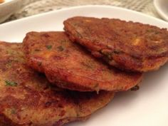 Corned Beef Fritters A great lunchbox recipe using leftover beef and frozen vegetables. Lunch Box Recipes, Leftovers Recipes, Brunch Recipes, Dinner Recipes, Canned Corned Beef Recipe, Corned Beef Recipes, Frozen Vegetable Recipes, Frozen Vegetables, Corned Beef Fritters