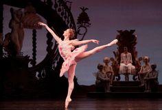 The Sugar Plum Fairy dances for Clara. From Houston Ballet's The Nutcracker, choreographer Ben Stevenson. Brother And Sis, Sugar Plum Fairy, Ballet Dancers, Ballerinas, Ballet Costumes, Dance Fashion, Dance Photography, Just Dance, Houston