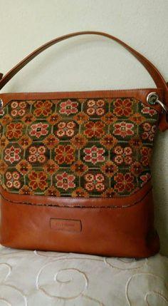 Carteras bordadas a mano, punto cruz Embroidery Bags, Needlepoint, Bridal Dresses, Recycling, Butterfly, Shoulder Bag, Sewing, Blog, Handmade