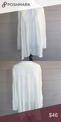 Catch me if you can top Off white top with small side pockets. Can be worn as a dress or top! Fits beautiful on! Tops Blouses