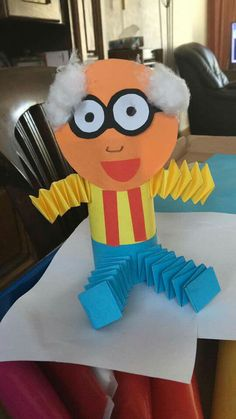 A grandpa made from a toilet paper tube. Diy And Crafts, Crafts For Kids, Arts And Crafts, Paper Crafts, Sunday School Activities, Toddler Activities, Grandparents Day Preschool, Kids Of Integrity, Christmas Gifts For Mom
