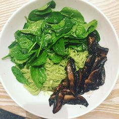 #lyanislunchbox :Avocado&!Basil pesto sweet potato noodles and portabello mushrooms cooked in coconut aminos... get in my mouth #eatclean #healthyeating #homegrown #eatyourgreens