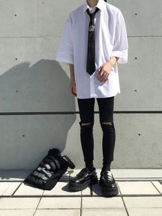 Insta korean fashion trends в 2019 г. Grunge Outfits, Mode Outfits, Fashion Mode, Boy Fashion, Fashion Outfits, Fashion Beauty, Fashion Tips, Monochrome Fashion, Grunge Fashion