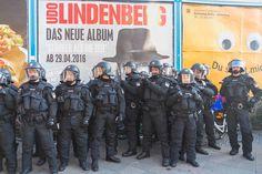 #press rund 6300 #polizisten waren im einsatz beim #myfest & #revolutionäre #1mai #demonstration #berlin #moritzplatz