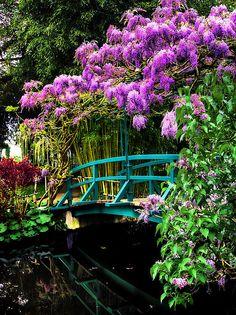 Japanese bridge at Monet's Giverny garden © Jim Hill