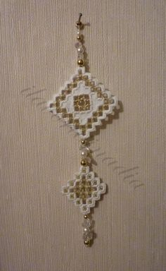 Hardanger - I lavori di Nadia Drawn Thread, Hardanger Embroidery, Needlework, Cross Stitch, Ornaments, Smocking, Arrows, Diy And Crafts, Embroidered Cushions