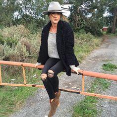 Instagram.com/looknatamelie #hat #IM #IsabelMarant #rips #dicker #boot #dickerboots #spring #fall #closet