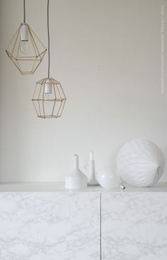 Gör en lampskärm av sugrör | DIY Mormorsglamour | Sköna Hem - straw+pipecleaners+gold paint = faux wire cage pendants!