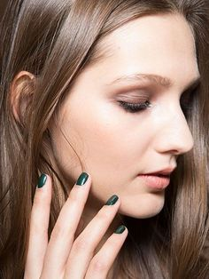 NYFW Fall 2015 - Beauty Trends - Moody Manicures - Nicole Miller | allure.com