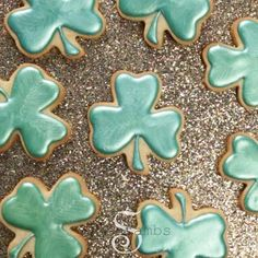 These Shimmery Shamrock Sugar Cookies are perfect for St. Use Bakell's Silver Sage Luster Dust to achieve this festive look! Royal Icing Cookies, Cupcake Cookies, Lemon Cookies, Sugar Cookies, Cookie Countess, Lemon Biscuits, Rainbow Treats, Edible Paint, Cookie Time