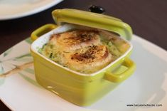 Hot goat on zucchini fondue. - Quick and Easy Recipes Vegetarian Appetizers, Appetizer Recipes, Vegetarian Recipes, Easy Cooking, Healthy Cooking, Cooking Recipes, Fondue, Zucchini, Good Food