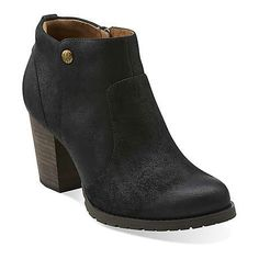 Mission Philby by Clarks. Love these !!! I used to have a pair YEARS ago and loved them , very classy !!!