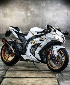 Moto Ninja, Ninja Motorcycle, Ninja Bike, Futuristic Motorcycle, Moto Bike, Motorcycle Quotes, Motorcycle Helmets, Ducati, Motos Yamaha