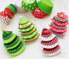 Christmas decorations with paper molds for cupcakes - ArtsyCraftsyDad Paper Christmas Decorations, Diy Christmas Garland, Christmas Crafts For Kids, Homemade Christmas, Beautiful Christmas, Kids Christmas, Holiday Crafts, Christmas Gifts, Tree Decorations