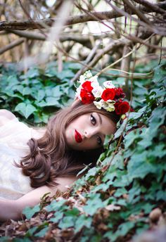 Flower crown and bold vintage make-up  (a.w. photography)