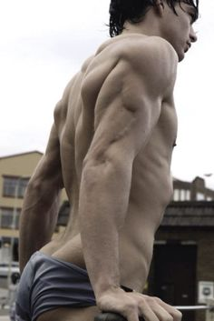 Great photo to reference interestingly different angle and muscle study!