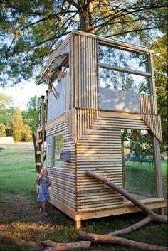 Now that& a play house. modern kids by Bjon Pankratz Now thats a play house. modern kids by Bjon Pankratz Modern Playhouse, Backyard Playhouse, Build A Playhouse, Backyard Zipline, Cubby Houses, Play Houses, Cabana, Modern Tree House, Tree House Designs