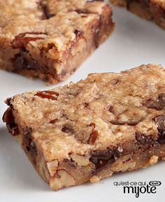 Easy to pack, easy to ship and easy to bring along to potluck parties, these chocolate chip bars also happen to be (you guessed it) easy to make! No Bake Desserts, Delicious Desserts, Yummy Food, Chocolate Chip Bars, Chocolate Recipes, Healthy Protein Breakfast, Confort Food, What To Cook, Krispie Treats