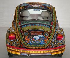 Vochol: VW chrobák zdobený českými perličkami