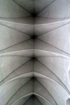 The modern vaults of the cathedral Hallgrímskirkja Reykjavik (Iceland) | Les voûtes modernes de la cathédrale Hallgrímskirkja de Reykjavik (Islande) | Las bóvedas modernas de la catedral Hallgrímskirkja Reykjavik (Islandia)