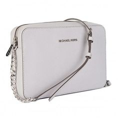 Do you like to be fashionable and love accessories? We bring you the Women's Shoulder Bag Michael Kors 85 and a comprehensive range of on-trend bags and wallets! Street Style Women, Michael Kors Jet Set, Jewelry Gifts, Leather Bag, Crossbody Bag, Shoulder Bag, Handbags, Wallet, Womens Fashion