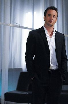 Yeah, I only watch Hawaii 5-0 for the cars and interesting plots. Heh heh. Swoon.