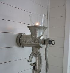 I love this idea.an old meat grinder and putting a candle on the top part. Outdoor Life, Outdoor Gardens, Home Safety, Old Furniture, Handmade Home Decor, Holidays And Events, Farmhouse Decor, Diy And Crafts, Wall Lights