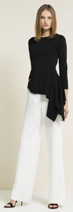 Carolina Herrera Spring 2015 More LOVE this outfit! Want white lined pants with a black top. White Fashion, Love Fashion, Trendy Fashion, Fashion Looks, Womens Fashion, Fashion Design, Style Fashion, Trendy Style, Fashion Trends