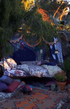 Boho Decor--I would like to curl up with a good book here and stay for a long time.
