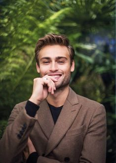 The British actor Douglas Booth tells The Rake about his humanitarian work for the U., his dyslexia, and why Ray Winstone deserves his status as a legend of the industry. actors in-Progress: Douglas Booth British Male Actors, Actors Male, British Men, Hot Actors, Actors & Actresses, Ray Winstone, Actors Funny, Celebrities Before And After, Social Trends
