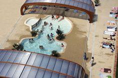 Het ultramoderne zwembad van Camping L'Hirondelle in de Belgische Ardennen.
