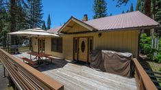 Apple Tree Bear House | Yosemite Rentals & Reservations Yosemite National Park, National Parks, Yosemite Lodging, Outside Grill, Round Table And Chairs, Yosemite Valley, Apple Tree, Walk In Shower, Picnic Table