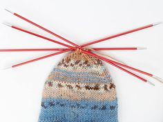 Socken stricken – das schaffst du auch als Anfänger mit unserem Anleitungs-Guid… Sponsored Sponsored Knitting socks – you can do that as a beginner with our instruction guide! Which sock yarn, knitting needles, knitting technique? Plus size chart Knitting For Dummies, Beginner Knitting Patterns, Knitting Projects, Crochet Patterns, Knitting Socks, Knitting Needles, Free Knitting, Knit Socks, Roses Au Crochet