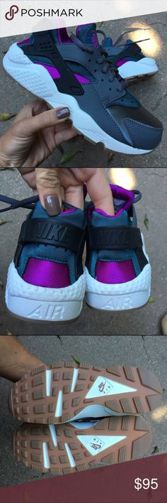 NWOB  NIKE HUARACHE WOMENS SIZE 7.5 women's New ⚡️ New ⚡️ New never worn NIKE HUARACHE available in SZ 7.5 women's   Ships same or next day from smoke free home. Ships in a new never used shipping box the size is similar to a shoe box. Each shoe is wrapped in tissue.  Bundle items to save.   PRICE IS FIRM Nike Shoes Athletic Shoes