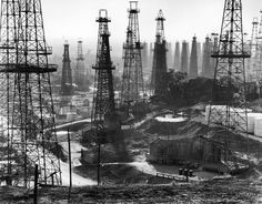 Andreas Feininger, A forest of wells, rigs and derricks crowd the Signal Hill oil fields in Long Beach, Calif., 1944.