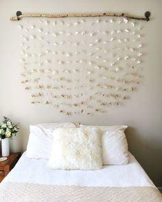DIY home decor, apartment decor, apartment decor, affordable home decor. Home Decor Bedroom, Diy Room Decor, Diy Bedroom, Homemade Bedroom, Paper Room Decor, Flower Room Decor, Home Decoration, Diy Headboards, Headboard Ideas