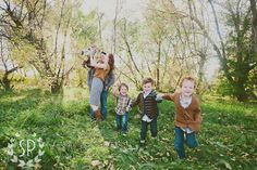 love all the patterns and textures this family used in their fall photo shoot // and aren't they adorable?