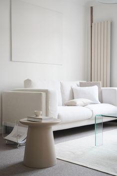 Ikea Living Room Furniture, Living Room Sofa, Living Room Decor, Minimalist Living Room Furniture, Ikea Sofa, White Rooms, Minimalist Home, Living Room Designs, Interior Design