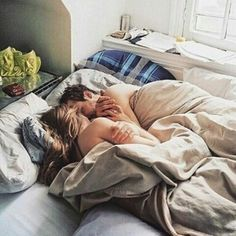 good morning 💕 Alone in my bed, missing you terribly 💋💋💋 Couple Style, Couple Goals, Morning Bed, Morning Cuddles, Romantic Love Quotes, Romantic Couples, Cute Couples, Couple Cuddle In Bed, Couple Bed