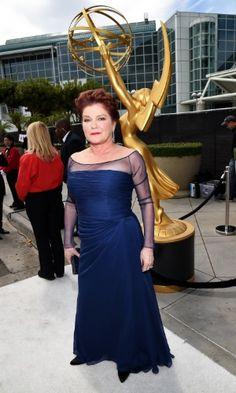 """Kate Mulgrew prestigia a 66ª edição do Emmy Awards. O evento acontece no Nokia Theatre, em Los Angeles. A atriz está indicada ao prêmio de atriz coadjuvante pela série """"Orange Is The New Black"""" AFP"""