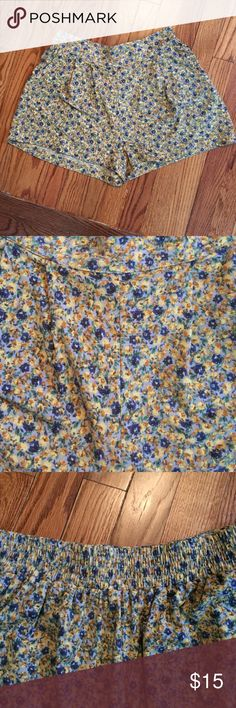 Floral printed shorts with pockets These yellow and blue floral printed shorts are super comfy with a stretch back and side pockets. Forever 21 Shorts
