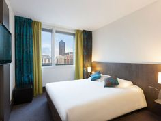 ibis Styles Lyon Centre - Gare Part-Dieu Layout Design, Quality Hotel, Cheap Online Shopping, Flats For Sale, Bedroom Colors, Color Trends, Centre, Colours, In This Moment