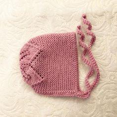 Rosa babylue med bladmønster. Beanie, Shopping, Threading, Beanies, Beret