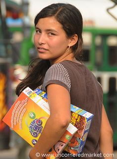 El Salvador - woman selling cereals on buses at the market and bus station in Santa Ana (Images of Today´s El Salvador 2009)