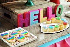 galletas y cupcakes fiesta arcoiris
