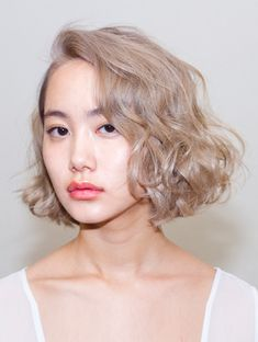 Suggestions regarding amazing looking women's hair. An individual's hair is undoubtedly just what can define you as a person. To the majority of people today it is undoubtedly important to have a fantastic hair do. Hair and beauty. Curly Bob Hairstyles, Pretty Hairstyles, Curly Hair Styles, Short Haircuts, Female Hairstyles, Style Hairstyle, Hairstyle Ideas, Looks Chic, Face Hair