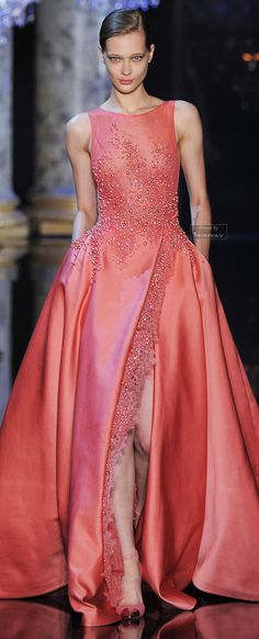 Elie Saab Haute Couture Fall nobody is allowed this elie saab, the white diamond and the blue see through. please elie saab scare them off my dresses. Ohh Couture, Style Couture, Couture Fashion, Runway Fashion, Net Fashion, Beautiful Gowns, Beautiful Outfits, Elie Saab Fall, Collection Couture