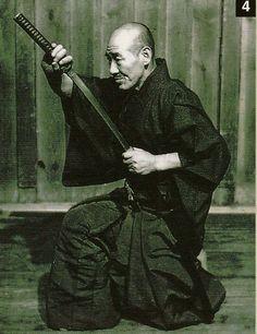 SENSEI KURADO YASUJI............KATA A L' ECOLE YTAMIYA RYU............SOURCE BUDOSHUGYOSHA.COM........