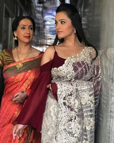 Anita Hassanandani gorgeous blouse designs can make any saree look royal and elegant. Time to steal some unique blouse designs from Anita Hassanandani's wardrobe! Shagun Blouse Designs, Choli Blouse Design, Sari Blouse Designs, Stylish Blouse Design, Fancy Blouse Designs, Saree Jacket Designs, Modern Saree, Saree Trends, Designer Blouse Patterns